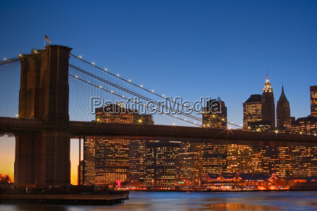 brooklyn bridge and downtown manhattan new