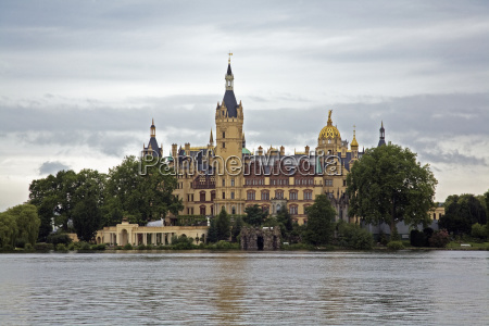 schwerin castle along the water schwerin