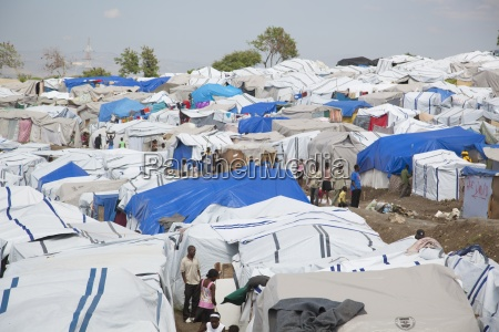 internally displaced people in temporary tents