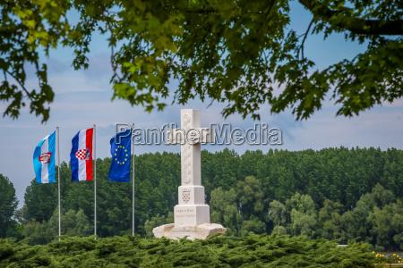 cross in memory of war defenders