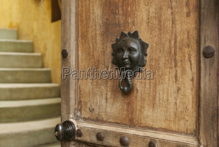a door knocker with the image
