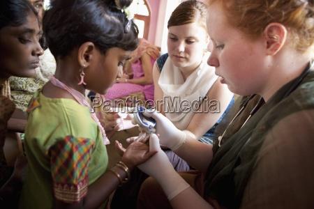 a nurse checks the blood sugar