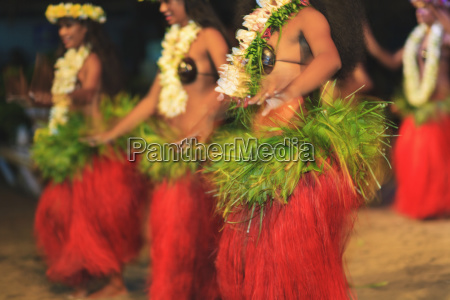 traditional polynesian tamure dance tiki village