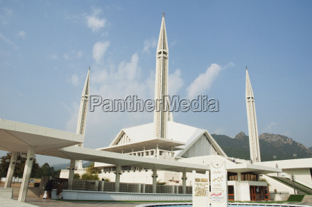 king faisal mosque by turkish architect