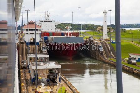 cargo ship transitioning between gatun locks