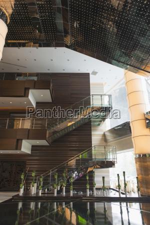 escalera vidrio vaso interior disenyo moderno