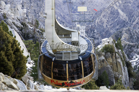 palm springs aerial tramway arrives at