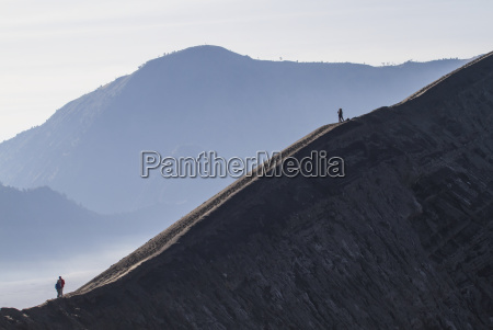 people on the rim of the