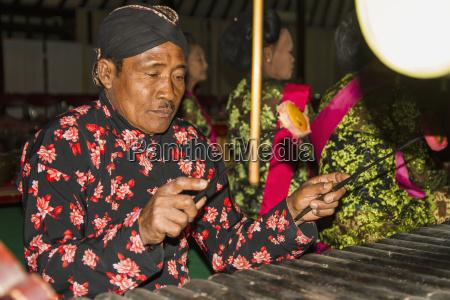 gamelan orchestra accompanying the wayang kulit
