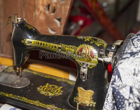 antique sewing machine at saptohoedojo art