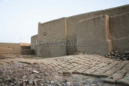 mud houses and bricks at timbuktu
