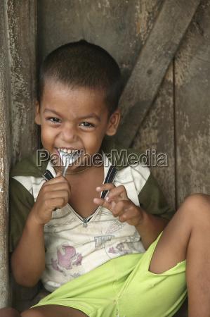 a preschool student eats lunch badabhuin