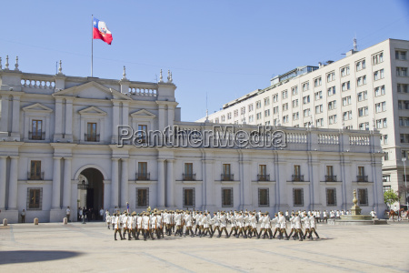 changing of the guards by carabineros