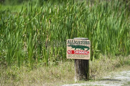 alligator warning sign at tosohatchee wildlife