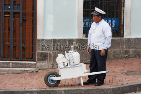 juice vendor quito pichincha ecuador