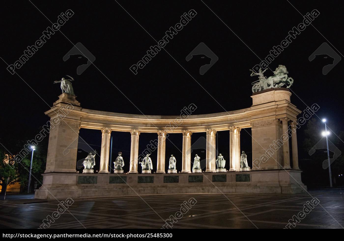 statues, of, hungarian, kings, on, heroes' - 25485300
