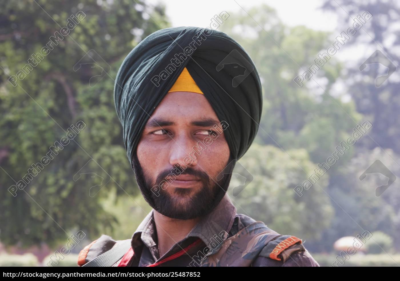 guard, at, the, india, gate, , delhi, - 25487852