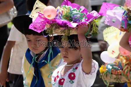 in the entrada de comadritas parade