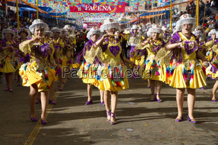 kullawada dancers in the procession of