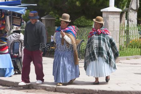 aymara people at plaza 2 de