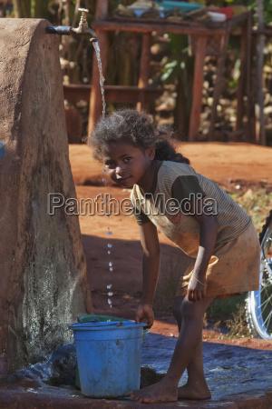 girl getting water in ambalavao fianarantsoa