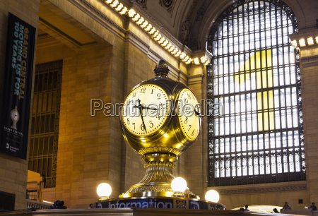 clock on the main concourse of