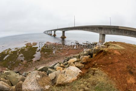 the confederation bridge in prince edward