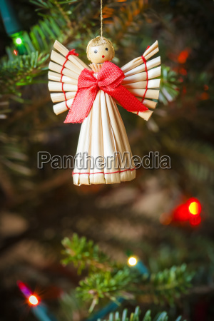 scandinavian straw angel christmas ornament hanging
