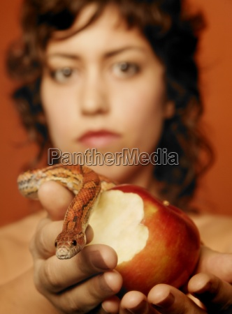eve eating the apple