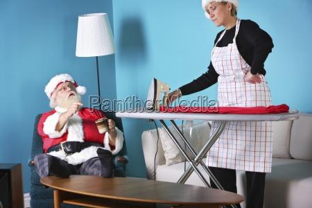 santa and mrs klaus at odds