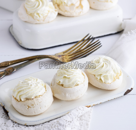 baked round puff pastry with cream