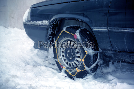 wheel with chain in winter