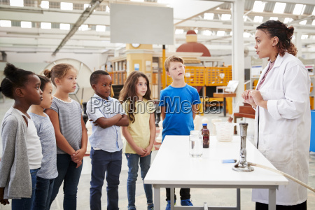 lab technician carrying out experiment for