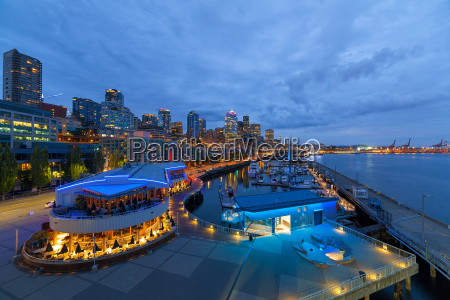 seattle skyline from the waterfront at