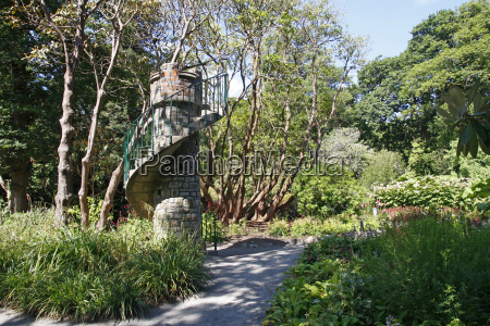 spiral staircase tower in clyne gardens