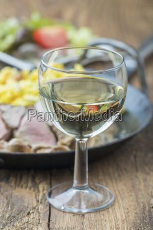 glass chalice tumbler cup wine alcohol