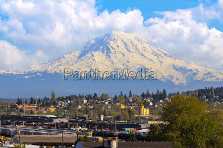 mount rainer over port of tacoma