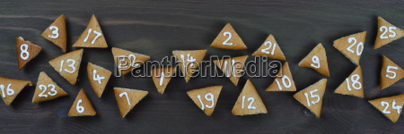 ribbon of 25 numbered advent cookies