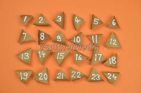 24 advent cookies with numbers on