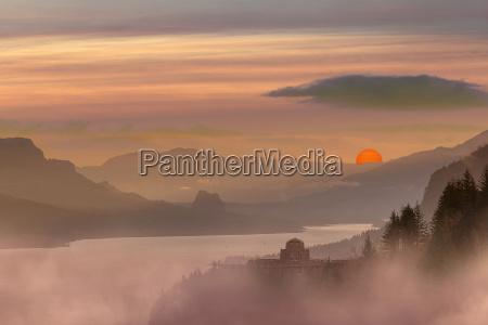 foggy red sun sunrise at columbia