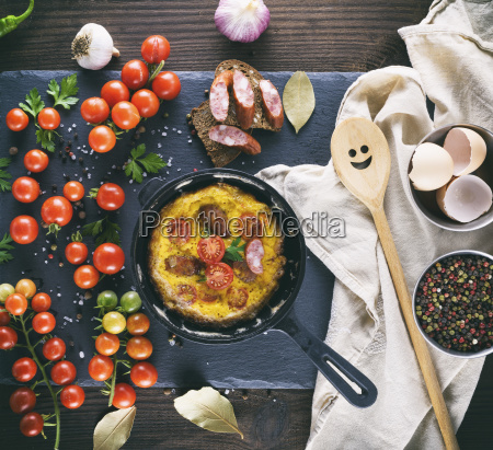 round frying pan with fried omelette