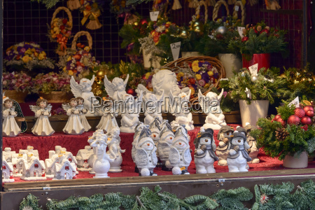 little vintage statues at xmas