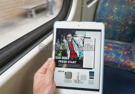 using ipad on train during commuting