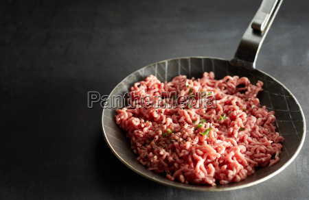 skillet with uncooked mince meat