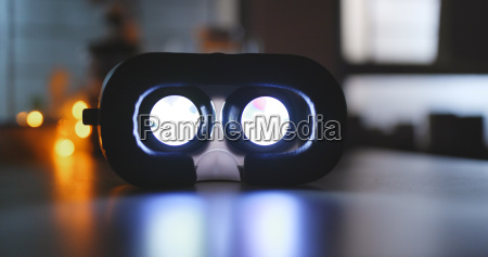 playing movie inside virtual reality device
