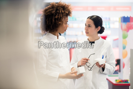 side, view, of, two, dedicated, pharmacists - 25861283