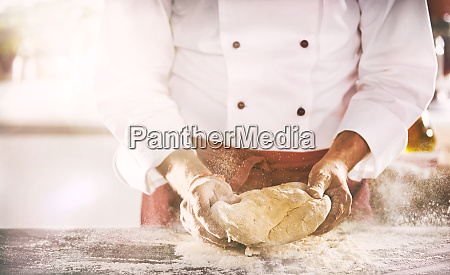 restauracja knajpa pieczywo chleb reka rece