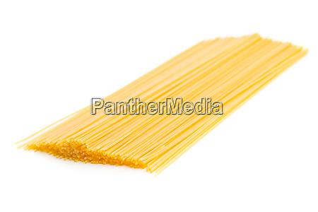 ungekochte spaghetti pasta