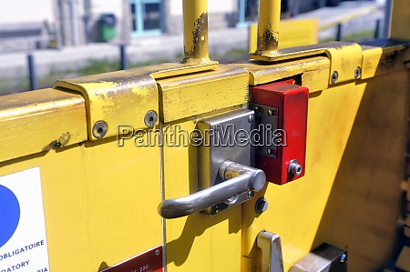 door opening system of the little