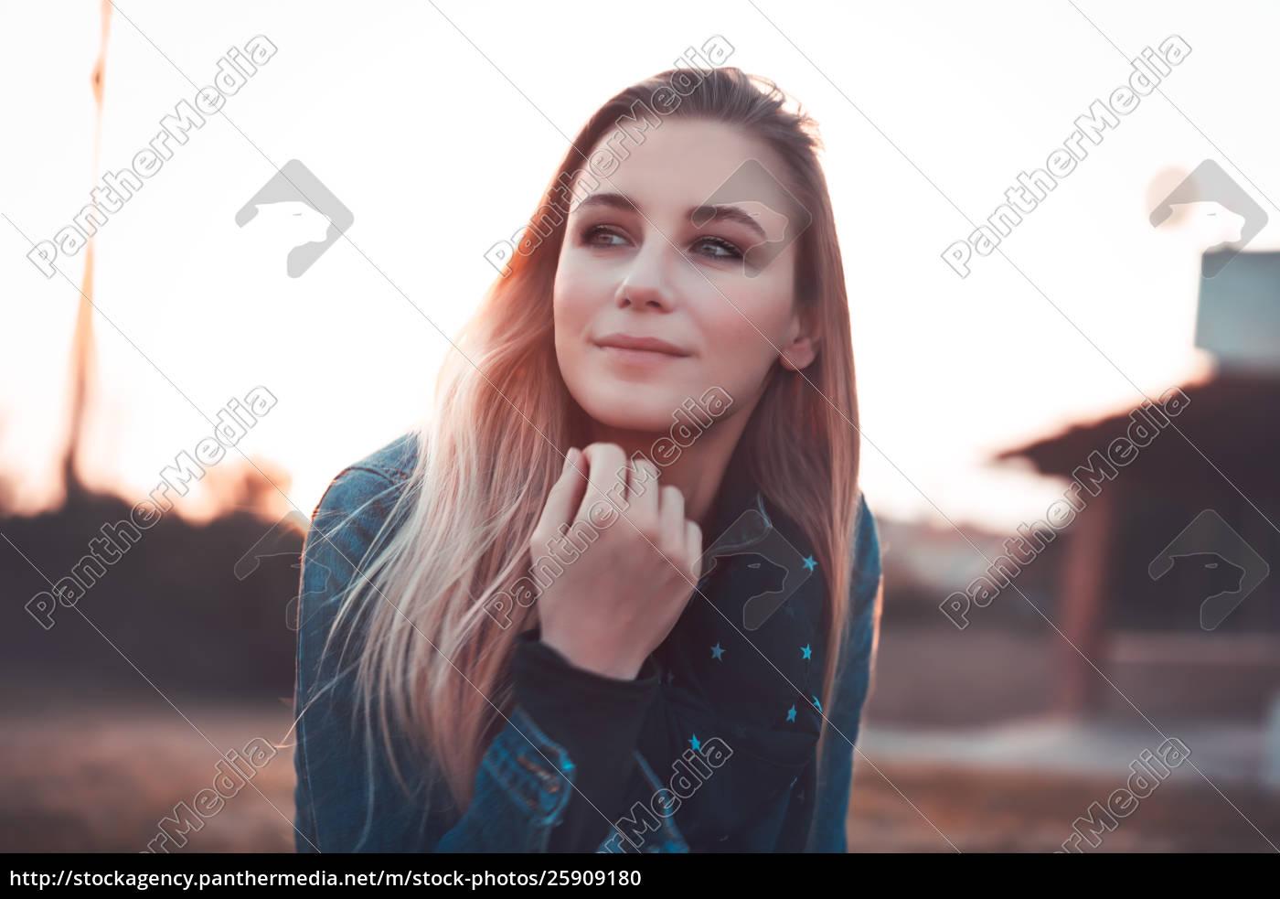 authentic, woman, portrait - 25909180